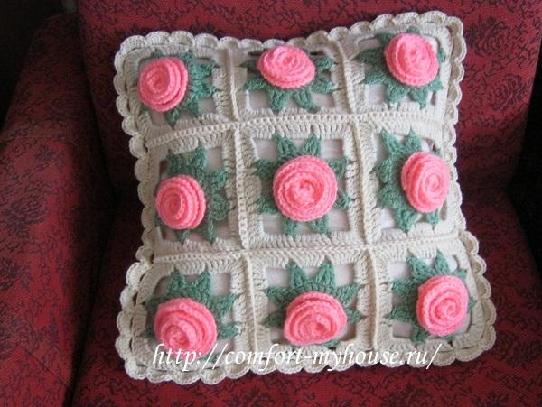 podushka krjuchkom s rozami