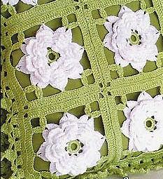 подушка с объемными цветами