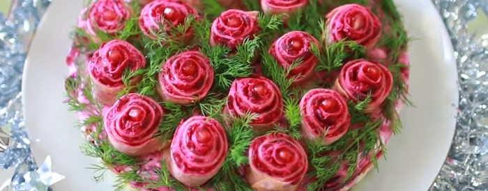 seledka pod shuboj ukrashennaya rozami
