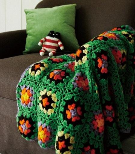 zelenyj pled krjuchkom iz babushkinyh kvadratov