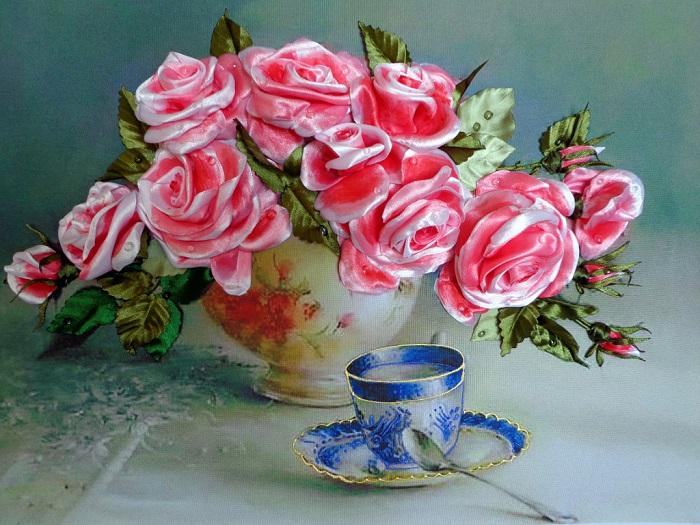 vyshivka lentami rozy