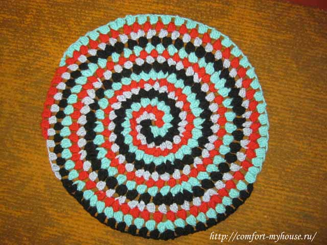 kruglyj kovrik uzorom popkorn po spirali