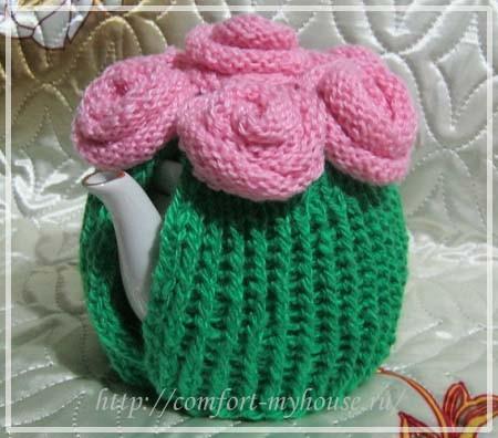 grelka na chajnik svjazannaja spicami s rozami