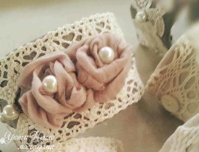kolco iz meshkoviny s kruzhevom i rozami