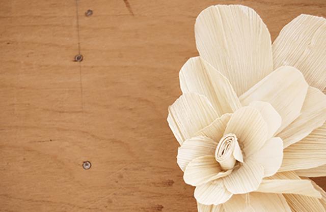 czvetok iz kukuruznih listev