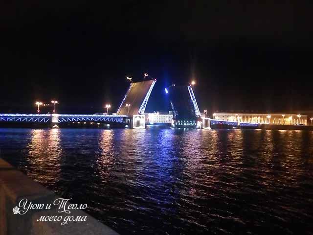 razvedennyj dvorczovyj most