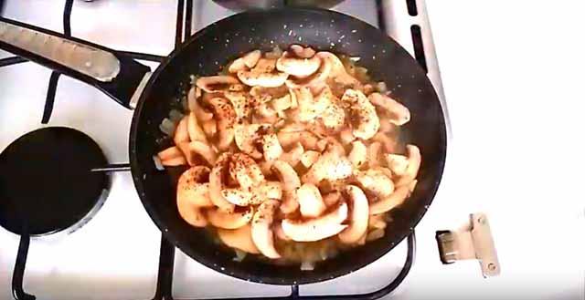 жареные на сковороде грибы