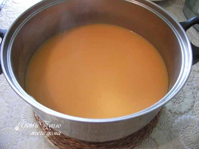 sup-pyure iz tykvy v kastryule