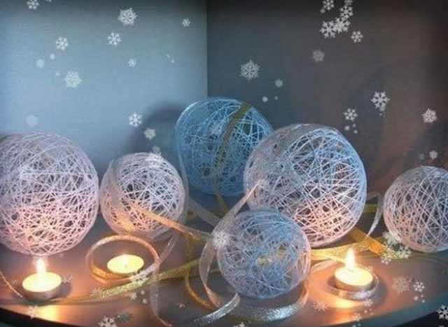 novogodnij dekor iz nitok