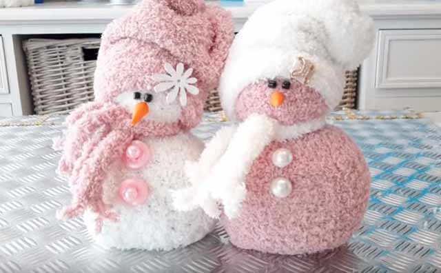 simpatichnye snegovichki iz mahrovyh noskov