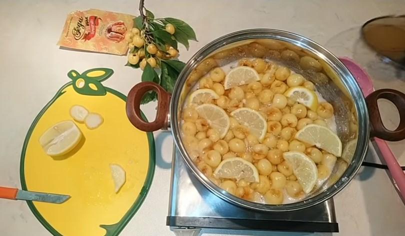 varka chereshnevogo varen'ya s limonom