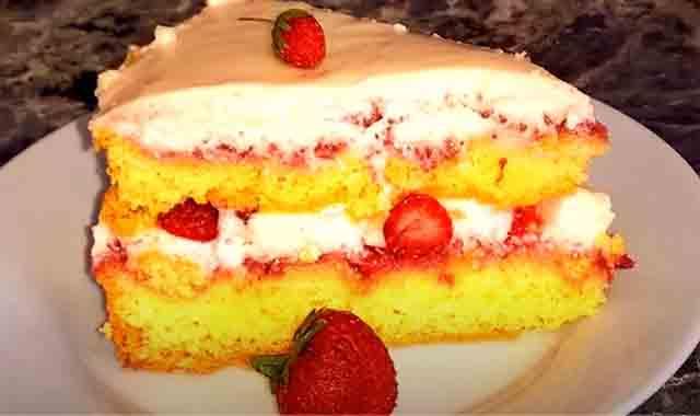 prostoj tort s klubnikoj