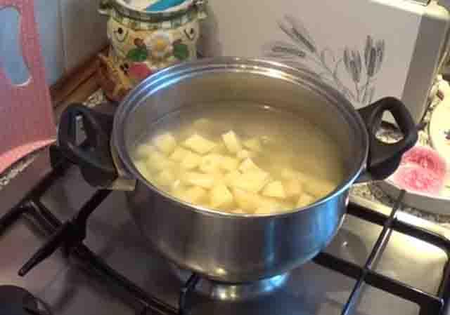 varka kartofelya dlya shchavelevogo supa
