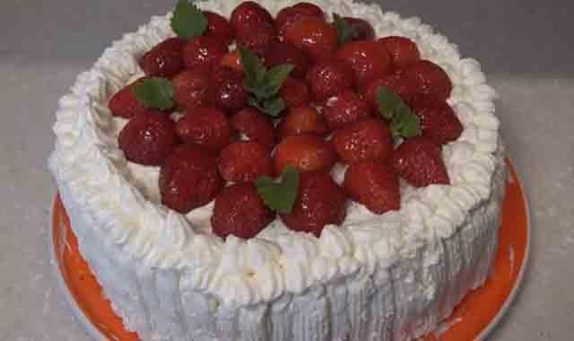 tort s klubnikoj i maskarpone