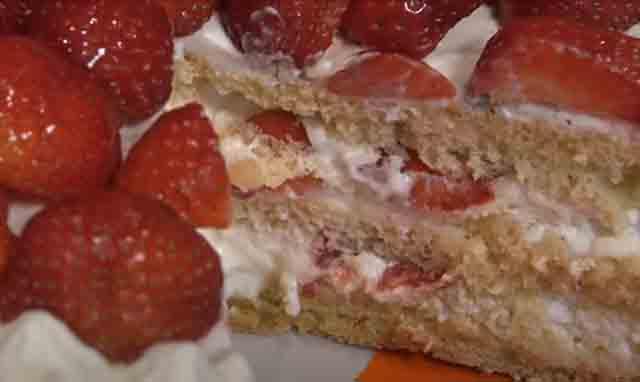 kusok klubnichnogo torta