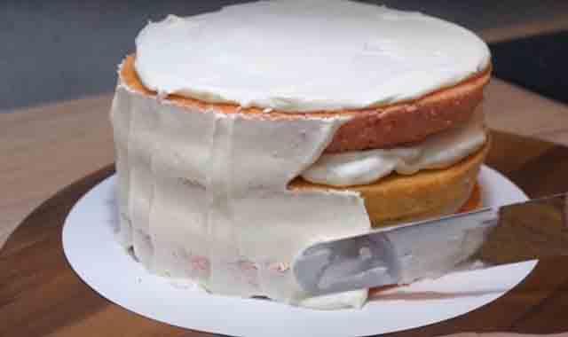 nanesenie krema na tort