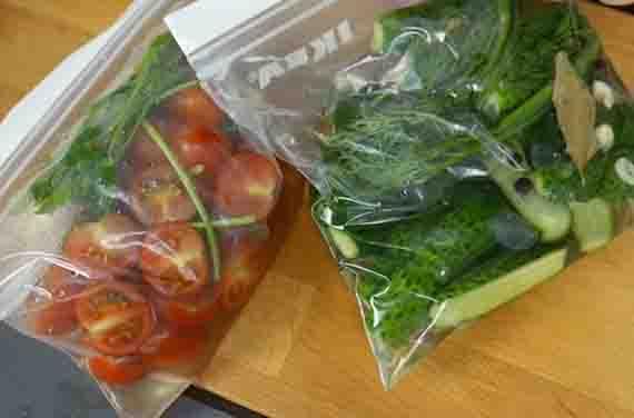 pakety s pomidorami i ogurcami