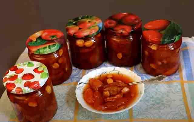 abrikosovoe varen'e s yadryshkami