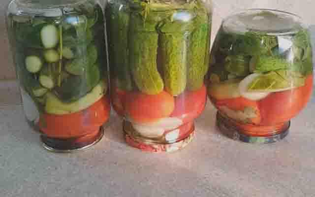 assorti iz pomidor i ogurcov