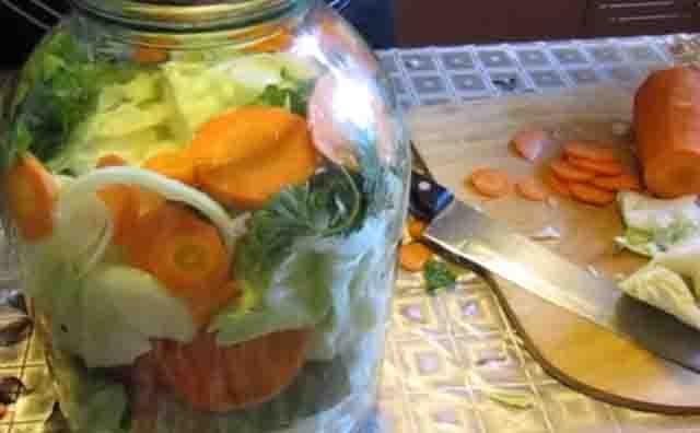 assorti s morkov'yu i kapustoj