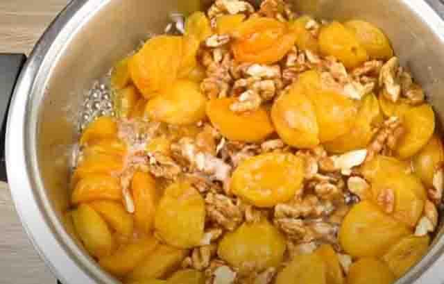 varen'e iz abrikosov s orekhami