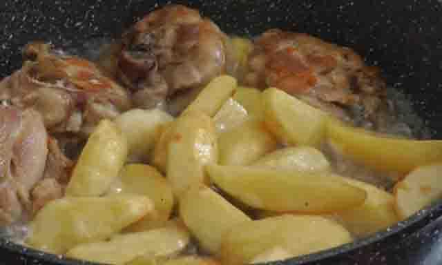 zharenyj kartofel' s kuricej