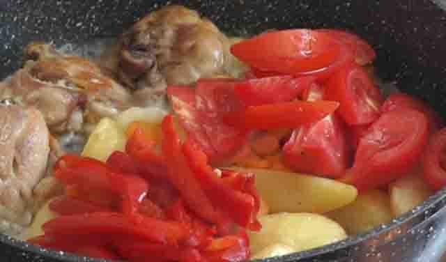 pomidory v ovoshchnom ragu