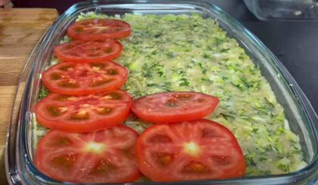 sloj pomidorov na kabachkovoj podushke