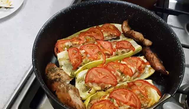 zapechennye kabachki s pomidorami