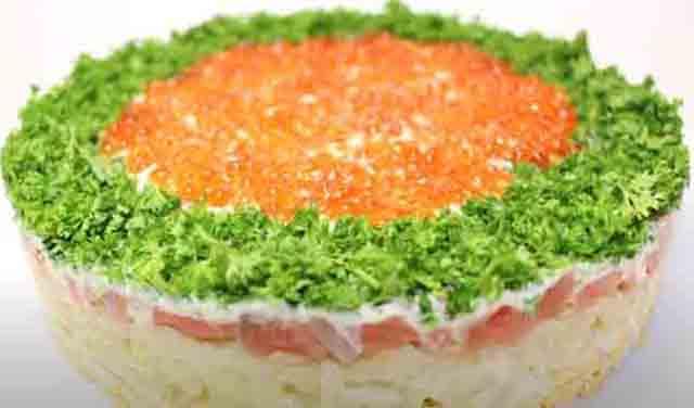 salat s krasnoj ryboj i ikroj