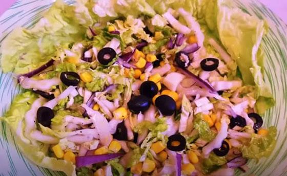 prostoj salat iz pekinskoj kapusty