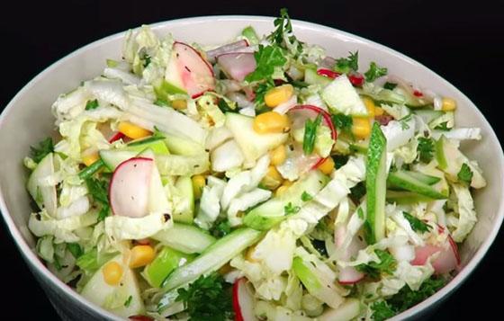 salat iz pekinskoj kapusty s ogurcom