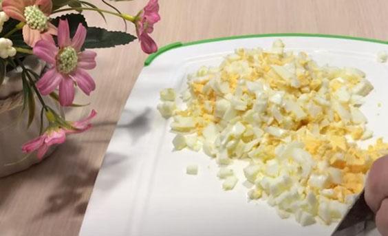 rublenye yajca dlya salata